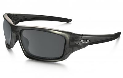 oakley paire de lunettes valve matte gray smoke black iridium polarized ref oo9236 06