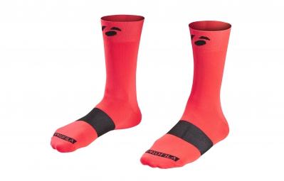 bontrager paire de chaussettes race 13cm electric red
