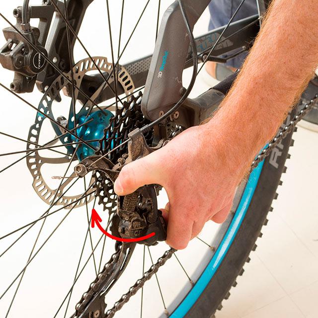 Changer chambre à air vélo course